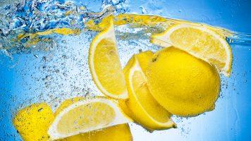 Warum Sie täglich Zitronenwasser trinken sollten